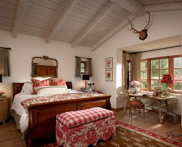 A bedroom in the style of Provence: coziness by inheritance