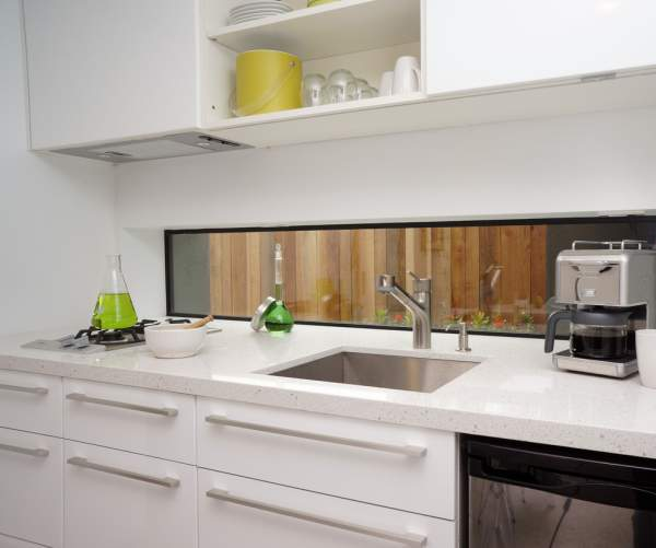 A simple solution for a small kitchen - on 8 sq. M. even a dining room