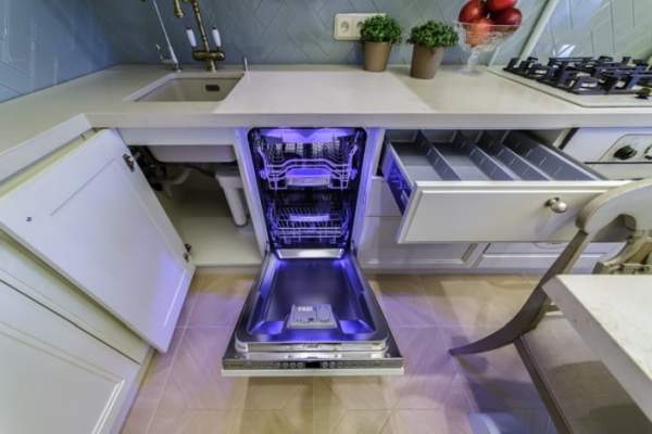 Classics of design - light kitchen 10 m. Provence style