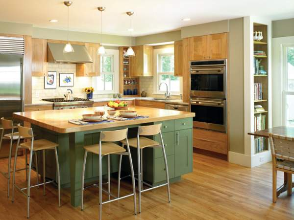 Contrast color solution for the kitchen interior - two-color combination is still in demand!