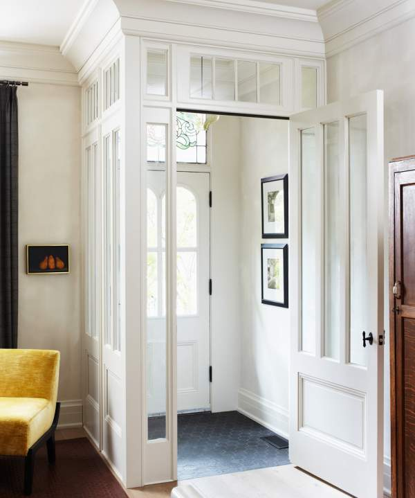 Does the front door open directly into the living room? 13 little tricks of the famous designer, which will help create a virtual hallway