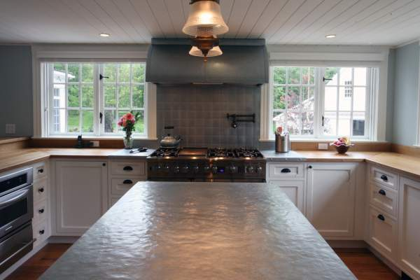 Full-value granite substitutes on kitchen countertops: give your interior originality using unusual materials
