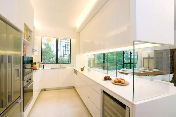 Glass in the interior of the kitchen: several impressive examples