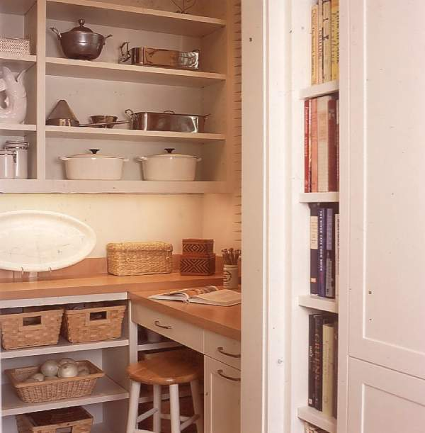 How to equip an ideal storeroom room: several real options for kitchen facilities