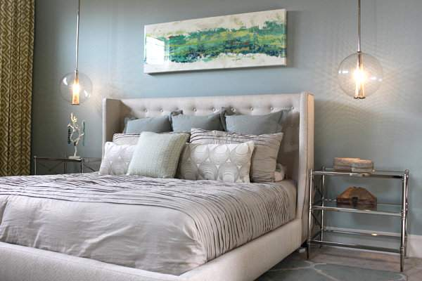 How to make the bedroom brighter and more mysterious: 5 simple ideas for stylish room decoration