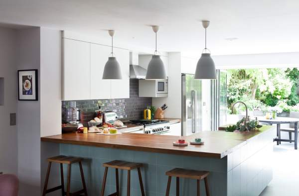 Kitchen design in the house: option for large and small rooms