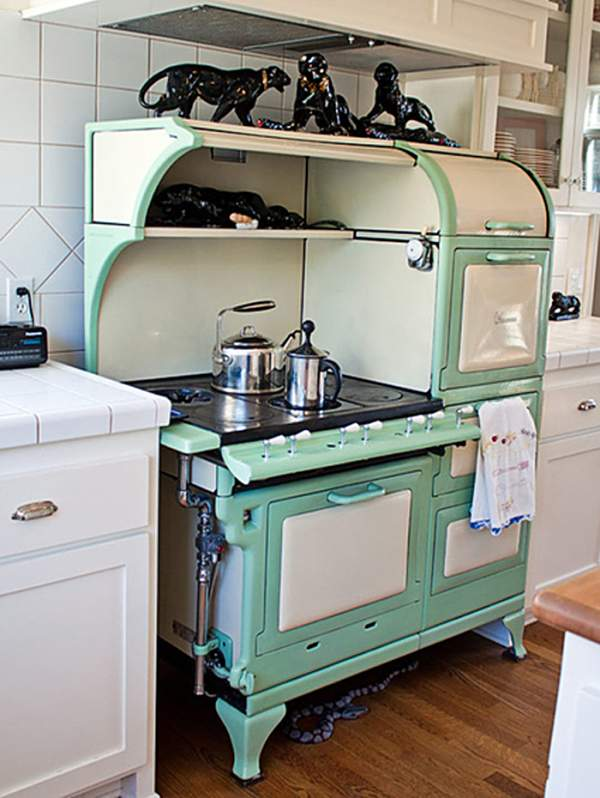 Kitchen in turquoise colors: gentle accents in interior decoration in retro style
