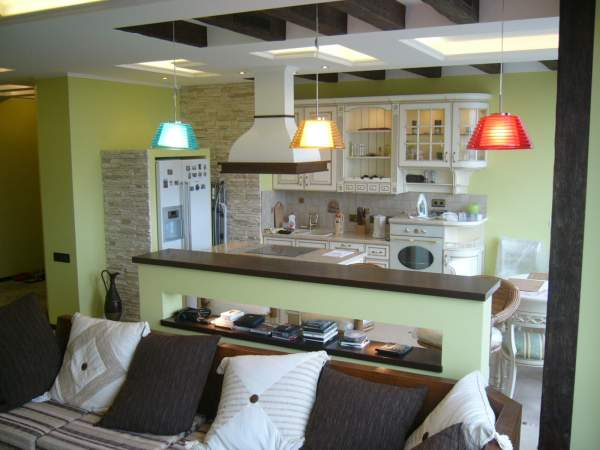 Kitchen-living room with a bar counter: original ideas for the interior