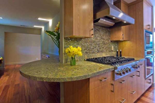 Luxury and beauty of kitchen countertops made of granite: 5 most popular varieties in an interesting photo compilation with comments