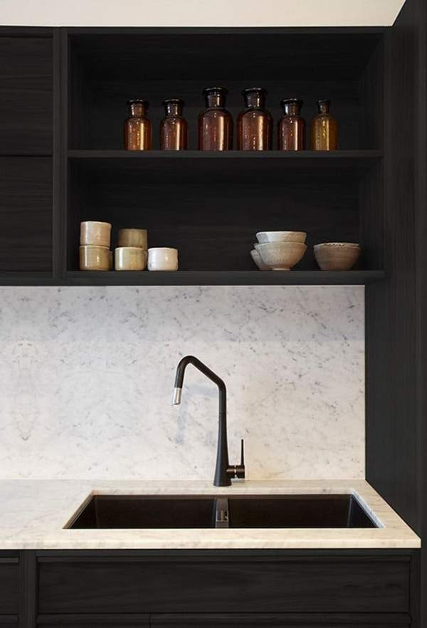 Marble in the interior of the kitchen: the luxury that is available to you