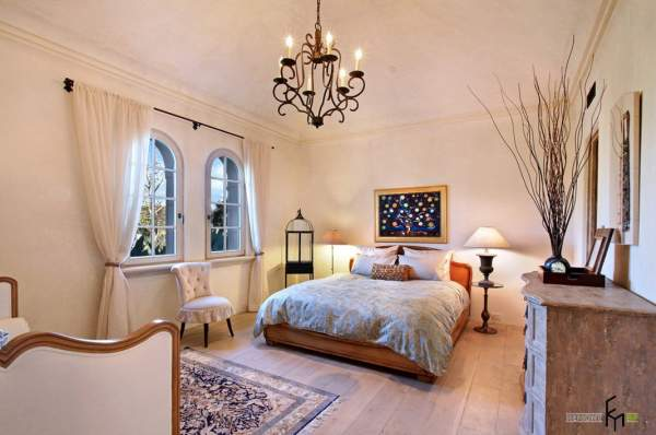 Mediterranean style in the interior of the bedroom