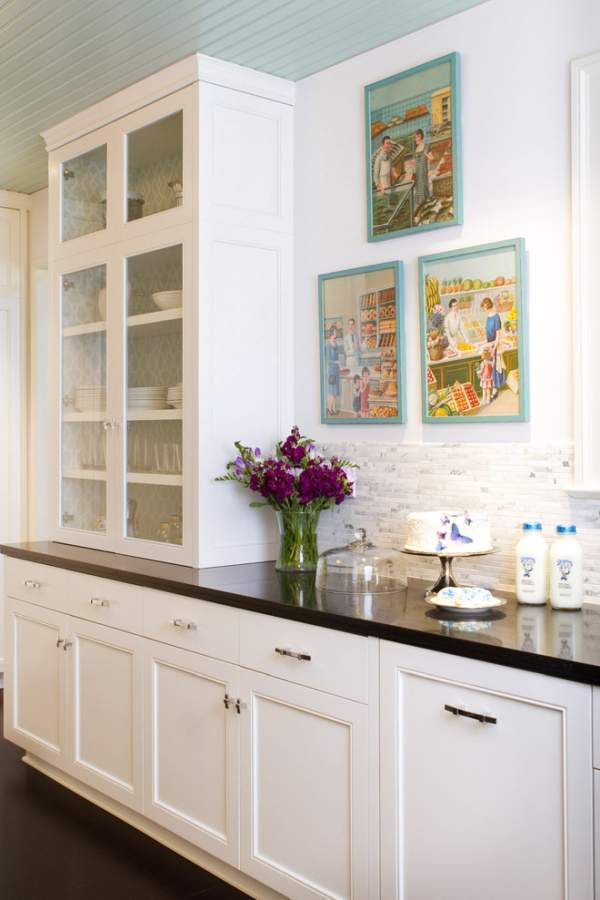 Old kitchen gets a new look - white color as a win-win design solution