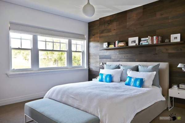 Stylish and attractive design of the walls in the bedroom