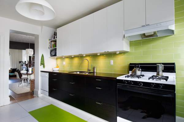 Stylish renovation of the kitchen interior with low financial costs