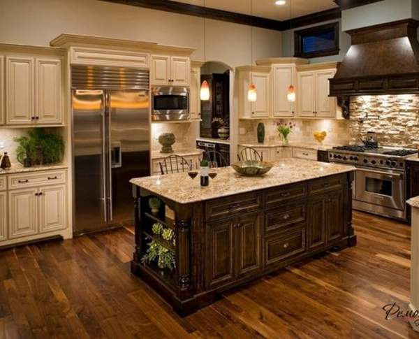 Such different kitchens with an island