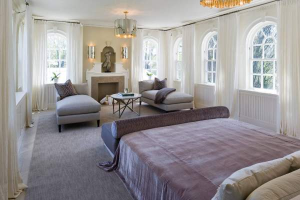 The style of the Hollywood regency in the bedroom-suite