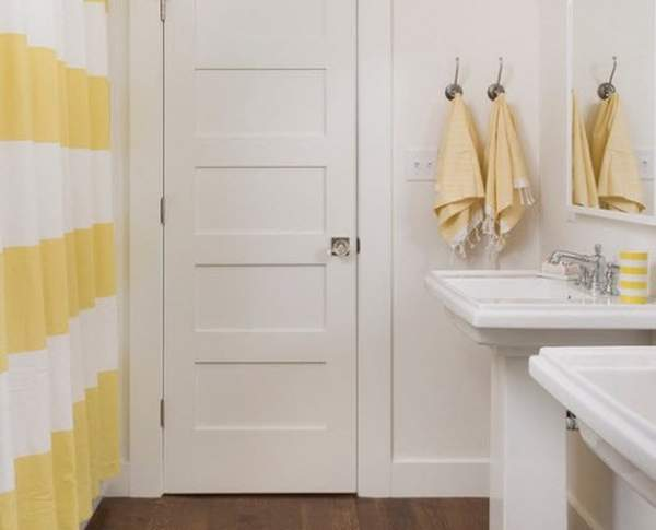 The sun melts in the water or yellow in the bathroom design