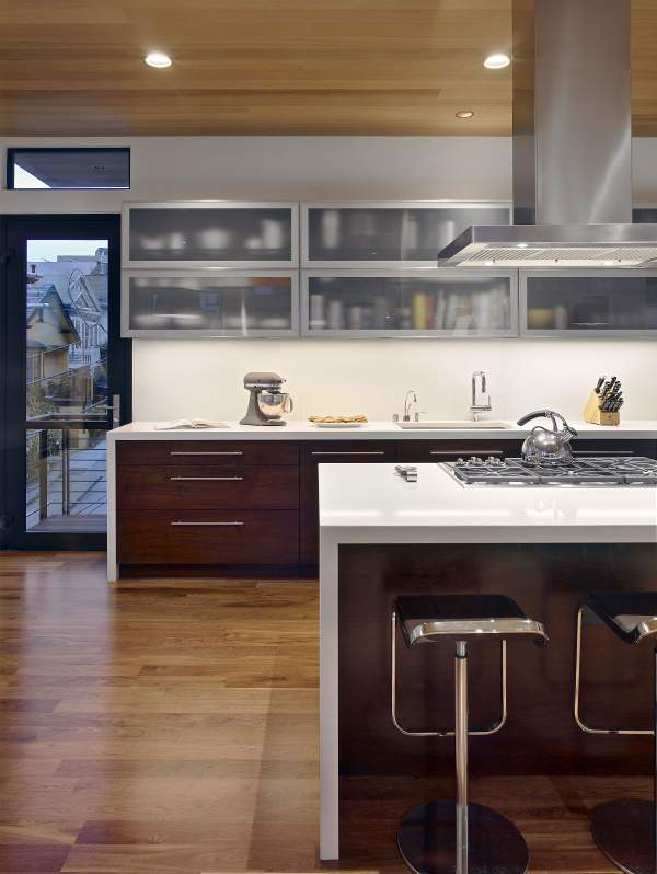 Transparent kitchen cabinets - a stylish and functional design solution