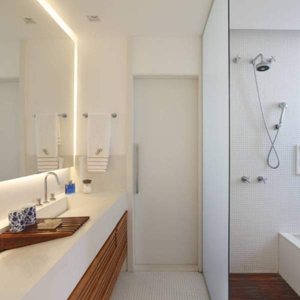 Visual increase in the bathroom interior of a small area