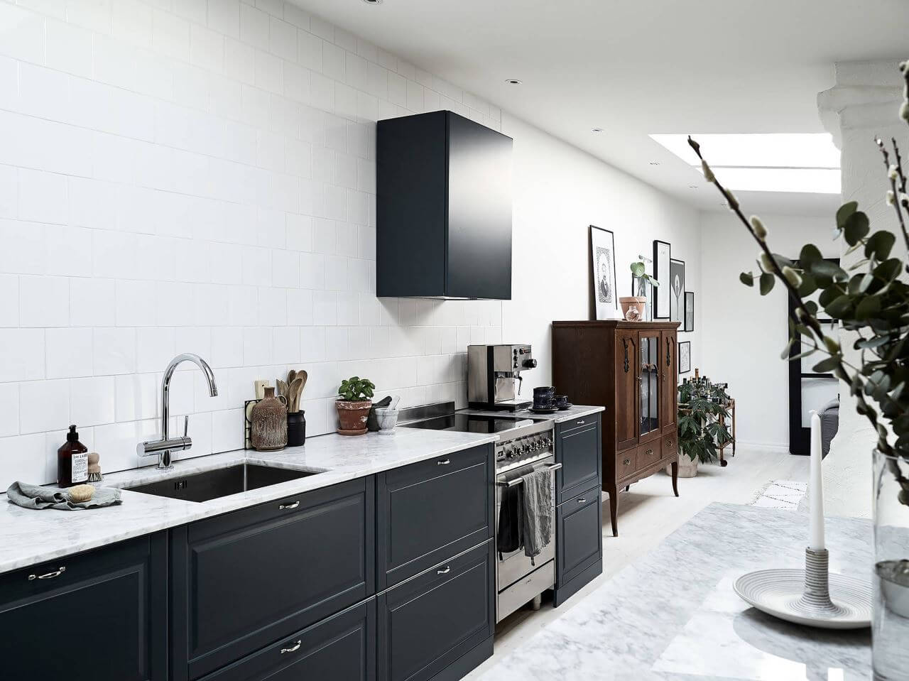15 Design Ideas For Kitchens Without Upper Cabinets: Kitchen Without Upper Cabinet. Design Ideas No Upper